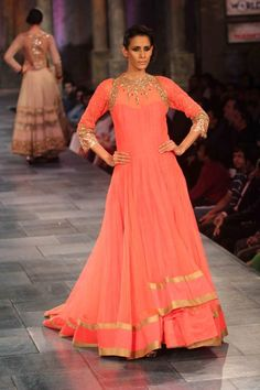 Manish Malhotra For me, reception India Fashion, Ethnic Fashion, Asian Fashion, Latest Fashion, Fashion Trends, Pakistani Outfits, Indian Outfits, Ethnic Outfits, Indian Attire
