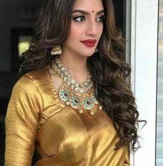 60 Ideas How To Wear Necklaces Wardrobes How To Wear Hoodies, Golden Saree, Saree Photoshoot, Indian Bridal Fashion, Stylish Sarees, Saree Look, Beauty Full Girl, Indian Beauty Saree, Beautiful Saree