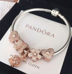 Pandora Jewelry is recognized for its elegant and classic style. The collection of Pandora has more than 600 charms and matching jewelry to choose from. The amazing and nice thing about Pandora Jewelry Pandora Charms Rose Gold, Pandora Jewelry Box, Pandora Bracelet Charms, Pandora Rings Rose, Silver Charms, Cute Jewelry, Charm Jewelry, Charm Braclets, Jewelry Ideas