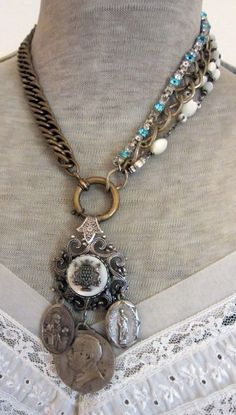 I'd love to have this fabulous necklace!