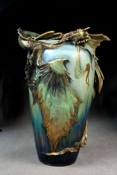 Eastern Dragon vase by Amphora....466px-696px-dragon-vase-amphora.jpg