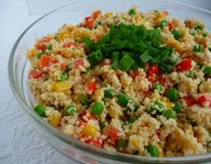 Sałatka z kuskusem i zielonym groszkiem Chili, Couscous Salat, Fried Rice, Fries, Food And Drink, Salad, Vegan, Ethnic Recipes, Kitchen