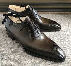 Same shoes, different patina. A pair of in Perfetta last, with a dark brown patina. Look how different shades of brown highlight… Suit Shoes, Men S Shoes, Dress Shoes, Gentleman Shoes, Formal Shoes, Custom Shoes, Luxury Shoes, Beautiful Shoes, Loafers Men