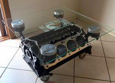A mesa do Ederson Lagostini  foi feita com um bloco de motor V8 e 4 pistões do mesmo motor. Man Cave Furniture, Car Part Furniture, Automotive Furniture, Automotive Decor, Home Decor Furniture, Industrial Furniture, Diy Home Decor, Engine Coffee Table, Engine Table