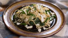 The combination of white fish and spinach gives for a particularly healthy offering. Spinach Pasta, Japchae, Fish, Chicken, Meat, Healthy, Ethnic Recipes, Dinner Ideas, Pisces