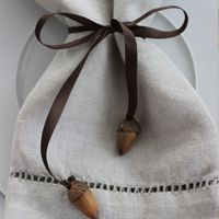 Napkin rings, place cards and thanksgiving decor