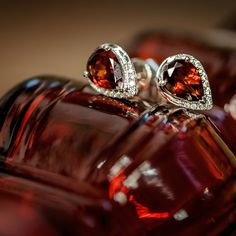 Do you love these pear-shaped garnet and diamond earrings as much as we do? Then drop a #HolidayHint!