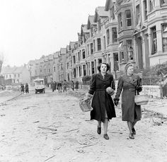 Saltash Road heading towards Royal Naval Barracks on the left. Morning after a night of bombing from the Luftwaffe WWII Plymouth Houses are still there. Old Pictures, Old Photos, Vintage Photos, Devon Uk, Devon And Cornwall, Ww2 Bomb, Plymouth England, Beryl Cook, The Blitz