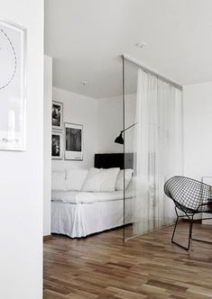 Love the whites n the curtain on glass partition ideen raumteiler Die Rolle der Raumtrenner im offenen Wohnraum Boho Apartment, Studio Apartment Divider, Small Apartment Bedrooms, One Room Apartment, Apartment Interior, Small Rooms, Apartment Design, Apartment Living, Tiny Spaces