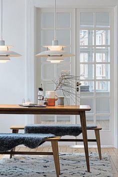 Vintage Scandinavian Louis Poulsen Pendant Warmly Lights White Dining Room with Wood Table - Eclectic Home Decor Danish Interior Design, Scandinavian Interior, Danish Design, Top Interior Designers, Scandinavian Style, Pallet Patio Furniture, Plywood Furniture, Furniture Ideas, Alvar Aalto