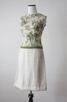 Such a pretty vintage dress