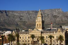 The City Hall of Cape Town doesn't host the offices of the city anymore. However, it stays an emblematic monument of the city thanks to its history. Indeed, it is for instance the place where in 1990, Nelson Mandela made a speech front of 250,000 people after 27 years in prison.