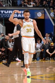 Stephen Curry Pictures and Photos - Getty Images Stephen Curry Basketball, Mvp Basketball, Nba Stephen Curry, Kentucky Basketball, Kentucky Wildcats, College Basketball, Nba Wallpapers Stephen Curry, Steph Curry Wallpapers, Golden State Warriors