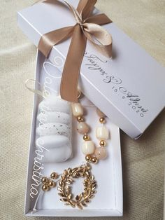 Wedding Gifts For Guests, Wedding Favours, Baptism Favors, Luxury Wedding Invitations, Greek Wedding, Maid Of Honor, Wedding Venues, Wedding Decorations, Bridal