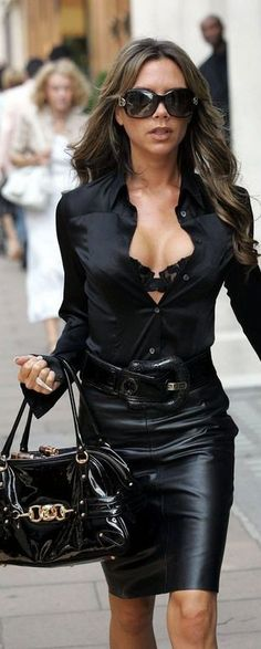 "Many of us know Victoria Beckham as Posh from the Spice Girls, but now a days this beautiful talents star has created her niche for her elegant fashion sense, the complete collection she has designed herself and her solo hit song, ""Out of Yo. Street Style Victoria Beckham, David E Victoria Beckham, Victoria Beckham Stil, Victoria Style, Vic Beckham, Look Fashion, Womens Fashion, Fashion Trends, Street Fashion"