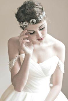 short hair bride. So beautiful!