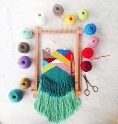 Tapestry Weaving ★ Epinglé par le site de fournitures de loisirs créatifs Do It Yourself https://la-petite-epicerie.fr/fr/131-tricot-et-crochet-materiel-creatif ★ With Natalie Miller | April Rhodes