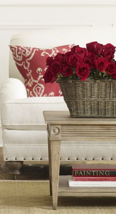 Ethan Allen Towson - Swenson Coffee Table - Red roses in a basket for a more casual spin. Estilo Cottage, White Cottage, Feng Shui, Decoration Entree, Red Rooms, Shades Of Red, Beautiful Homes, House Beautiful, Simply Beautiful