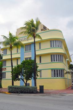 Art Deco Building on Ocean Drive, Miami Beach
