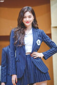 Stylish Dress Designs, Stylish Dresses, Stylish Outfits, Trajes Business Casual, Oh My Girl Yooa, Choi Yoojung, Kim Doyeon, Fashion Vocabulary, Girl Fashion