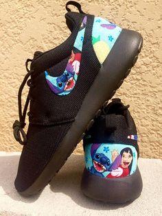 Lilo and Stitch custom Nike Roshe - stiche - Shoes Disney Shoes, Disney Outfits, Cute Outfits, Nike Slides, Nike Roshe, Roshe Shoes, Disney Stich, Estilo Disney, Cute Stitch