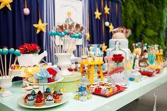 Atenção para a Rosa dentro da redoma em cima da mesa do bolo!!! Encontrando Ideias: Festa Pequeno Principe!!!