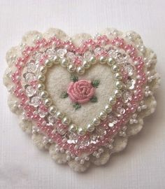 pink scalloped heart pin from Beedeebabee Valentine Day Crafts, Valentines, Fabric Hearts, Felt Embroidery, Felt Decorations, Heart Crafts, Felt Christmas Ornaments, Felt Brooch, Heart Ornament