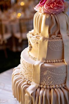 Google Image Result for http://www.bridalguide.com/sites/default/files/article-images/PHOTO-OF-THE-DAY/romantic-draping-cake.jpg