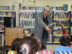 Espectáculo poético «A poesía é un globo», con público infantil, na Bilioteca de O Froxel, Arteixo, Programa Ler Conta Moito, outubro 2015. http://blogs.xunta.gal/lercontamoito/2015/10/28/contacontos-poetizate-de-fran-alonso-na-biblioteca-de-o-froxel-francisco-a-vidal-arteixo/