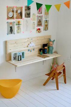 i like the wall desk- easy! i like the wall desk- easy! i like the wall desk- easy! Diy Casa, Wall Desk, Shelf Desk, Wall Shelves, Wall Bench, Diy Shelving, Wall Mounted Desk, Wooden Shelves, Kid Desk