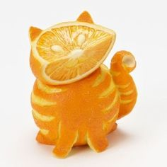 Tabby cat made out of oranges. More weird food carving. Tabby cat made out of oranges. More weird food carving. L'art Du Fruit, Fruit Art, Fun Fruit, Fresh Fruit, Frozen Fruit, Top Photos, Images Photos, Bing Images, Creative Food Art