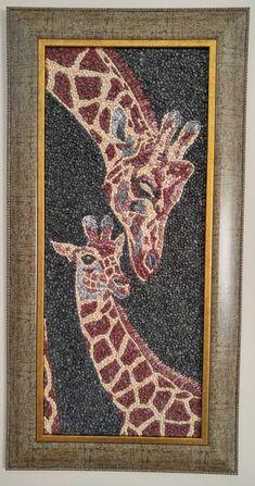 Mosaik-Kunst mit natürlichen Steinen und Kies Mutterliebe