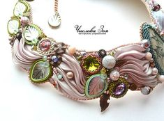 VFL.RU - ваш фотохостинг COLLIER/necklace - embroidery - soutache - shibori - rivoli Ribbon Jewelry, Bead Embroidery Jewelry, Soutache Jewelry, Ribbon Embroidery, Jewelry Crafts, Jewelry Art, Shibori, Handmade Necklaces, Handmade Jewelry