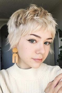 White Short Pixie Haircut Leads The New Fashion Trend - Fashion Lady Style Short Grunge Hair, Edgy Short Hair, Super Short Hair, Edgy Hair, Girl Short Hair, Short Hair Cuts, Short Hair Styles, Edgy Pixie, Short Pixie Haircuts