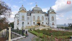 Haličský zámok Europe, Exotic Plants, Czech Republic, Palace, Taj Mahal, Cool Pictures, Golf Courses, England, Castles