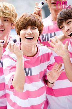 Shinee-- Look at Jonghyun in the corner. Song Daehan, Shinee Debut, Shinee Taemin, Cute Korean Boys, Song Joong Ki, Bts And Exo, Seoul Korea, Vixx, Famous Faces