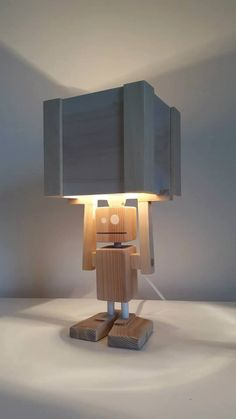 Isiah Robot Table Lamp Reclaimed Wood by CraftyandCoUK on Etsy Cool Lighting, Lighting Design, Diy Lampe, Diy Vintage, Cool Lamps, Wooden Lamp, Lamp Light, Light Fixtures, Diy Furniture