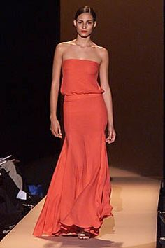 Carolina Herrera Spring 2001 Ready-to-Wear Fashion Show - Carolina Herrera, Fernanda Tavares Runway Fashion, Fashion Show, Fashion Design, Strapless Dress Formal, Formal Dresses, Fashion Seasons, Carolina Herrera, Dream Dress, Beautiful Dresses
