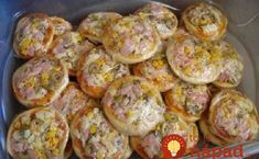 Nerobte obložené chlebíčky, toto je stokrát lepšie: Rýchle mini pizze z jogurtu, mäkulinké aj na druhý deň!