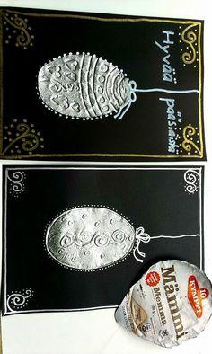 Mämmipurkin kannesta tehtyjä pääsiäismunia (2.lk). Kuviot tehty virkkuukoukun päällä. Opeteltiin samalla tekemään kehysreunat ilman viivainta, pöydän reunaa hyödyntäen. Pehmeä alusta alle kun kuvioi.(Alkuopettajat FB -sivustosta / Janette Westerlund)