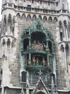 Glockenspiel am Rathausturm  Munich - bells with moving figures