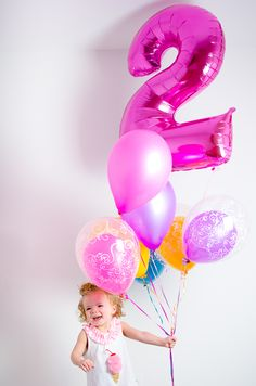 2 year old birthday pictures with balloons! // Tabulous Photography