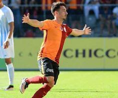 Galatasaray kulübü bir süredir A takımla çalışmalara katılmayan Endoğan Adili'ye lisans çıkartarak A takım kadrosuna aldı.