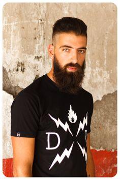 """Camiseta basica de """"De Por Vida"""" disponible ya en : www.deporvidaclothing.com"""