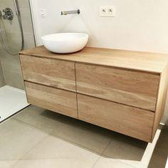 #badkamerinspiratie - Een #badmeubel met 1 lade, 2 lades, 3 lades, 4 lades of zelfs 6 lades... met 1, 2 of meer #sifon aansluitingen... een #natuurstenen #waskom of #wastafel van ons, of zelf al ergens eén uitgekozen? Alles kan eigenlijk bij massieve Hout