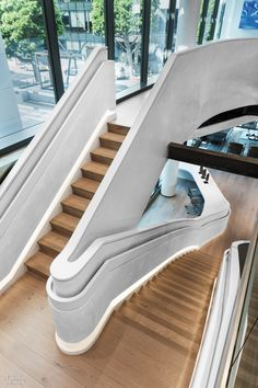 Douglas Elliman Makes a Grand Entrance Onto the L.A. Scene with its Patrick Tighe-Designed Office Stairs Architecture, Light Architecture, Interior Architecture, Interior Design Magazine, Decor Interior Design, Interior Design Living Room, Room Interior, Interior Decorating, Decorating Ideas