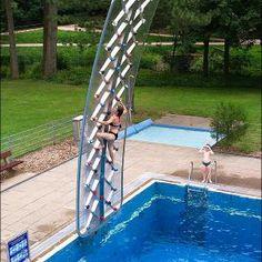Un mur d'escalade pour votre super piscine ? Aucun problème, CommentSeRuiner a ça pour vous !