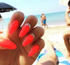 beach beauty coral nails fashion girl girl glitter nails o Neon Coral Nails, Gold Nails, Glitter Nails, Coral Acrylic Nails, Gold Glitter, Holiday Acrylic Nails, Coral Nails With Design, Bright Summer Nails, Summer Holiday Nails