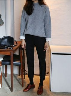 black pants outfit for work ; black pants outfit for work winter ; black pants outfit for school Winter Chic, Winter Mode, Autumn Winter Fashion, Cosy Winter, Fall Winter, Trend Fashion, Look Fashion, Womens Fashion, Fashion Fashion