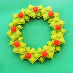 Recycled Lego Christmas Wreath - pretty sure I can figure this out